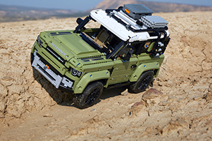 LEGO� Technic� Land Rover Defender