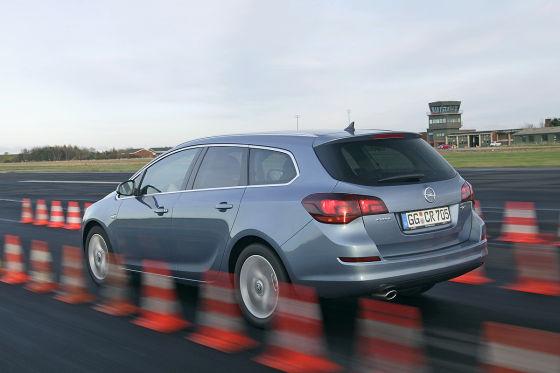 Opel Astra Sports Tourer vs. Golf Variant